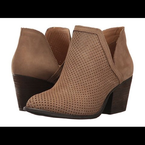 6bb0bf6de05 Steve Madden Amerisa Perforated Slip On Bootie sz8.  M 5a51d1f82c705dad6a046dc7